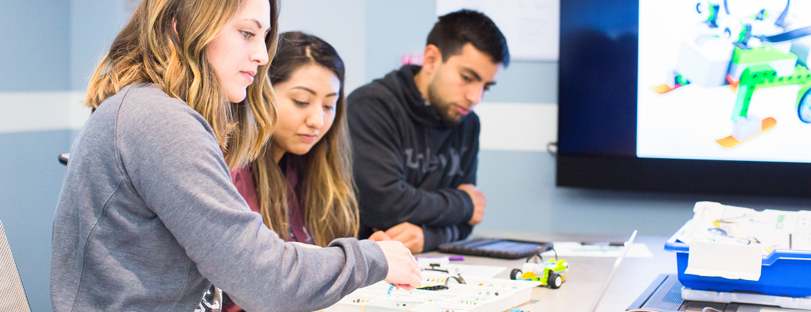UC Merced students working in classroom lab